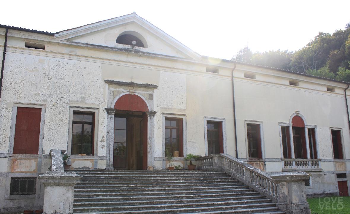 palazzo centrale villa velo